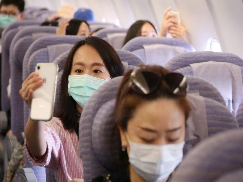 جہاز میں بیٹھنے والے افراد نے محسوس کیا کہ وہ بیرون ملک سفر کرکے واپس آئے ہیں—فوٹو: رائٹرز