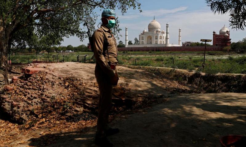 بھارت نے تاج محل کو عوام کے لیے کھولنے کا فیصلہ واپس لے لیا — فائل فوٹو: رائٹرز