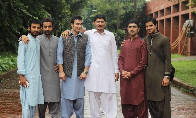 بنگلہ دیش میں زیرِ تعلیم پاکستانی طالب علموں کا گروپ فوٹو