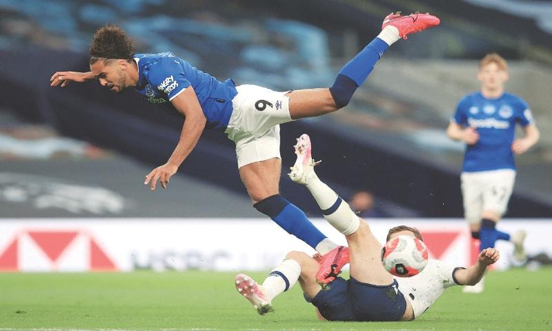 LONDON: Tottenham Hotspur's Ben Davies (R) blocks a shot by Dominic Calvert-Lewin of Everton during their English Premier League match at the Tottenham Hotspur Stadium.—AFP