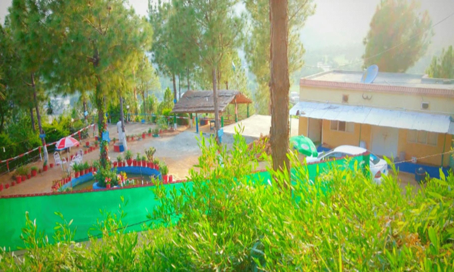 وادی لڑم  کے راستے میں پاکستان پارک یہاں کے خوبصورت مقام میں شامل ہیں—تصویر لیاقت الملک