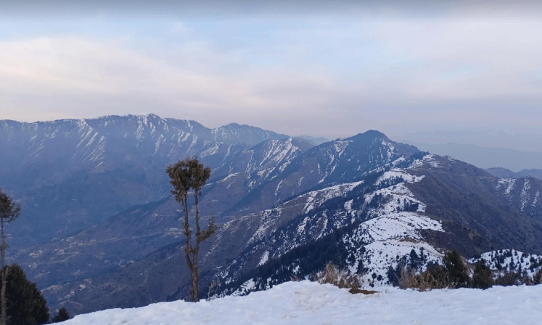 اگر مطلع صاف ہو تو یہاں سے خیبر پختونخوا اور افغانستان کے بعض علاقے باآسانی دیکھے جاسکتے ہیں—عظمت اکبر