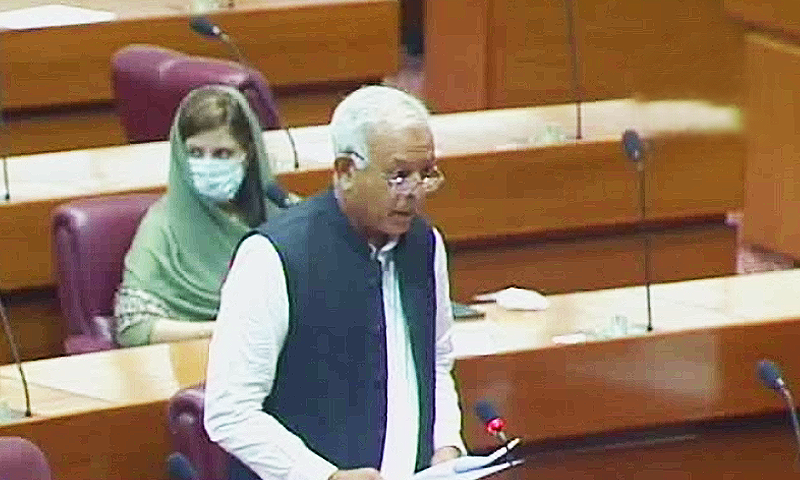 Aviation Minister Ghulam Sarwar says PPP and PML-N recruited pilots and engineers, having fake academic degrees and dubious licences. — DawnNewsTV/File