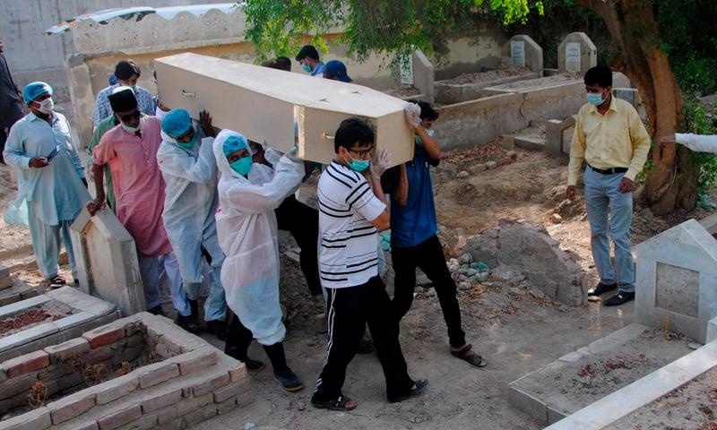 پاکستان میں کورونا وائرس کی پہلی موت سے 5 ہزار تک اموات پر ایک نظر