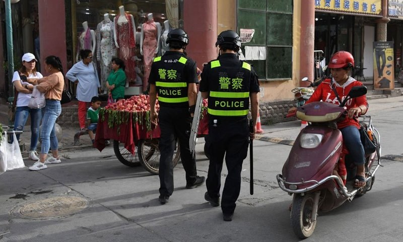چینی ڈپلومیٹ سرکاری بریفنگ میں کہتے پائے جاتے ہیں کہ امریکا چین کے مسلمان صوبے سنکیانگ میں مداخلت کر رہا ہے—فوٹو: بشکریہ آئی سی آئی جے