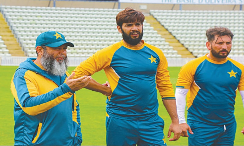 WORCESTER: Pakistan spin-bowling coach Mushtaq Ahmed (L) in a discussion with Imad Wasim (C) and Yasir Shah during a practice session at New Road on Friday.—Courtesy PCB