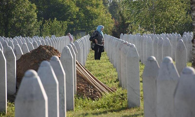 بوسنیا میں تقریباً ایک لاکھ مسلمانوں کو موت کےگھاٹ اتار دیا گیا تھا—فوٹو:بشکریہ اناطولو