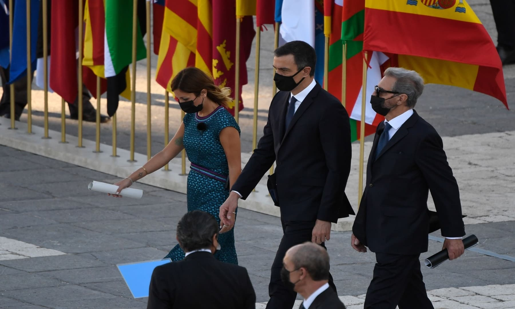 Spanish Prime Minister Pedro Sanchez (C) arrives flanked by two relatives of coronavirus victims during a state ceremony to honour the 28,400 victims of the coronavirus crisis as well as those public servants who have been fighting on the front line against the pandemic in Spain. — AFP