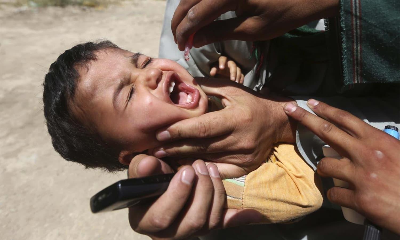رپورٹ کے مطابق دونوں صوبوں میں بچیوں میں وائرس کی تشخیص ہوئی، ملک میں رواں برس سامنے آنے والے پولیو کیسز کی تعداد 47 ہوگئی — فائل فوٹو: رائٹرز