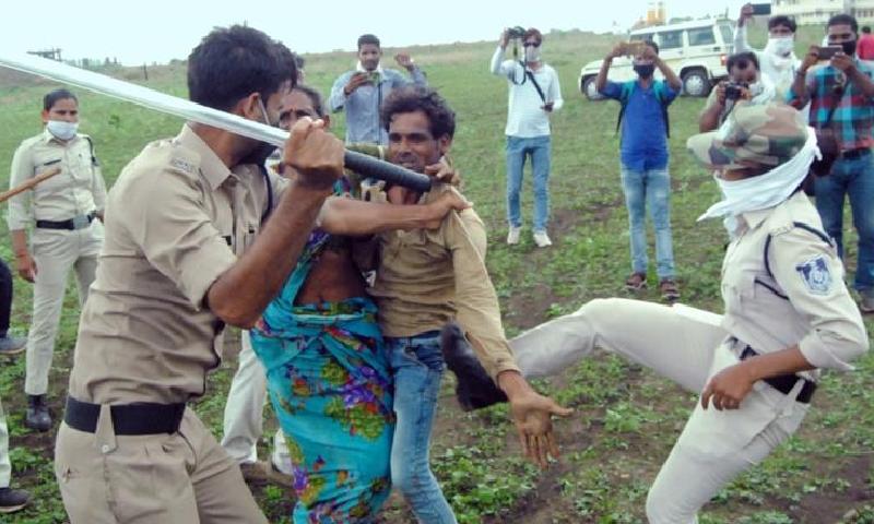 بھارتی پولیس کے دلت جوڑے پر تشدد کے خلاف شدید غم و غصہ