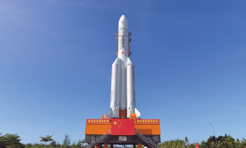China moves rocket into place for nation's first Mars mission
