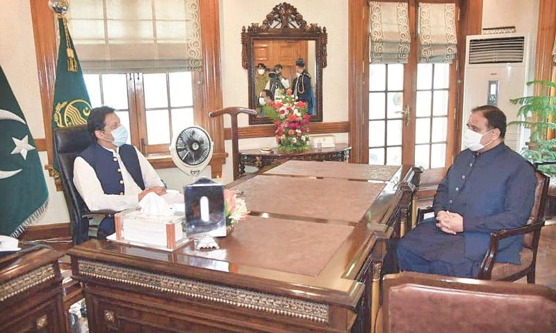 Imran again throws his weight behind Buzdar