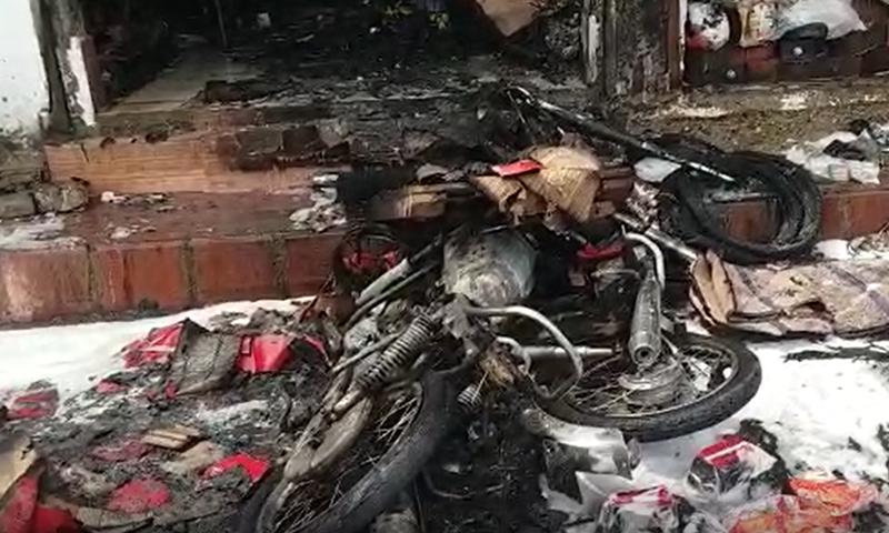 دھماکا خیز مواد موٹرسائیکل میں نصب کیا گیا تھا ، پولیس—فوٹو: ڈان نیوز