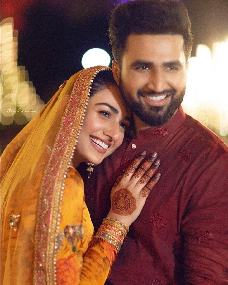 منگنی کا اعلان کرتے ہوئے دونوں نے شادی بھی کرلی تھی—فوٹو: انسٹاگرام سارہ خان