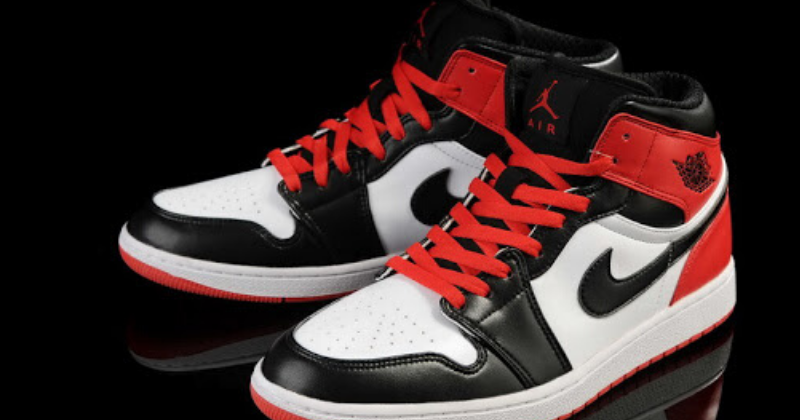 Photo: Basketball Shoes - US.Com