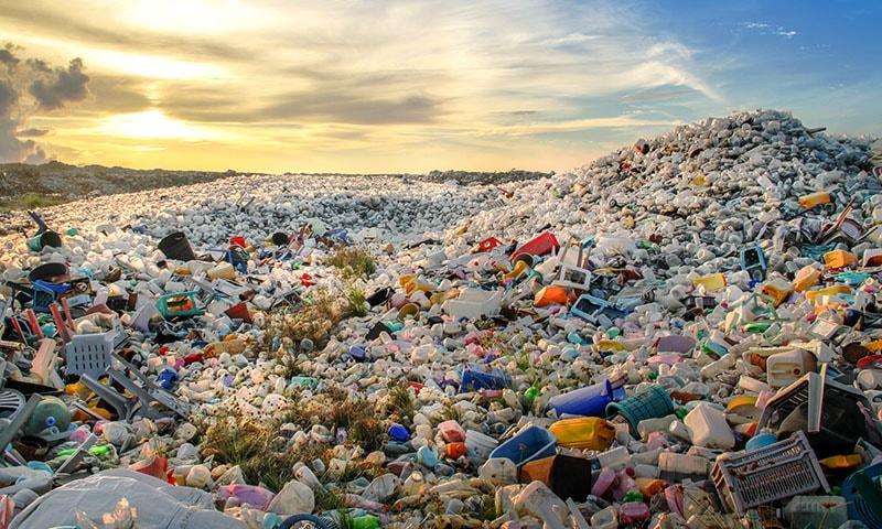 'بہتر اقدامات کے باوجود 2040 تک زمین پر 70 کروڑ ٹن پلاسٹک ہوگا'