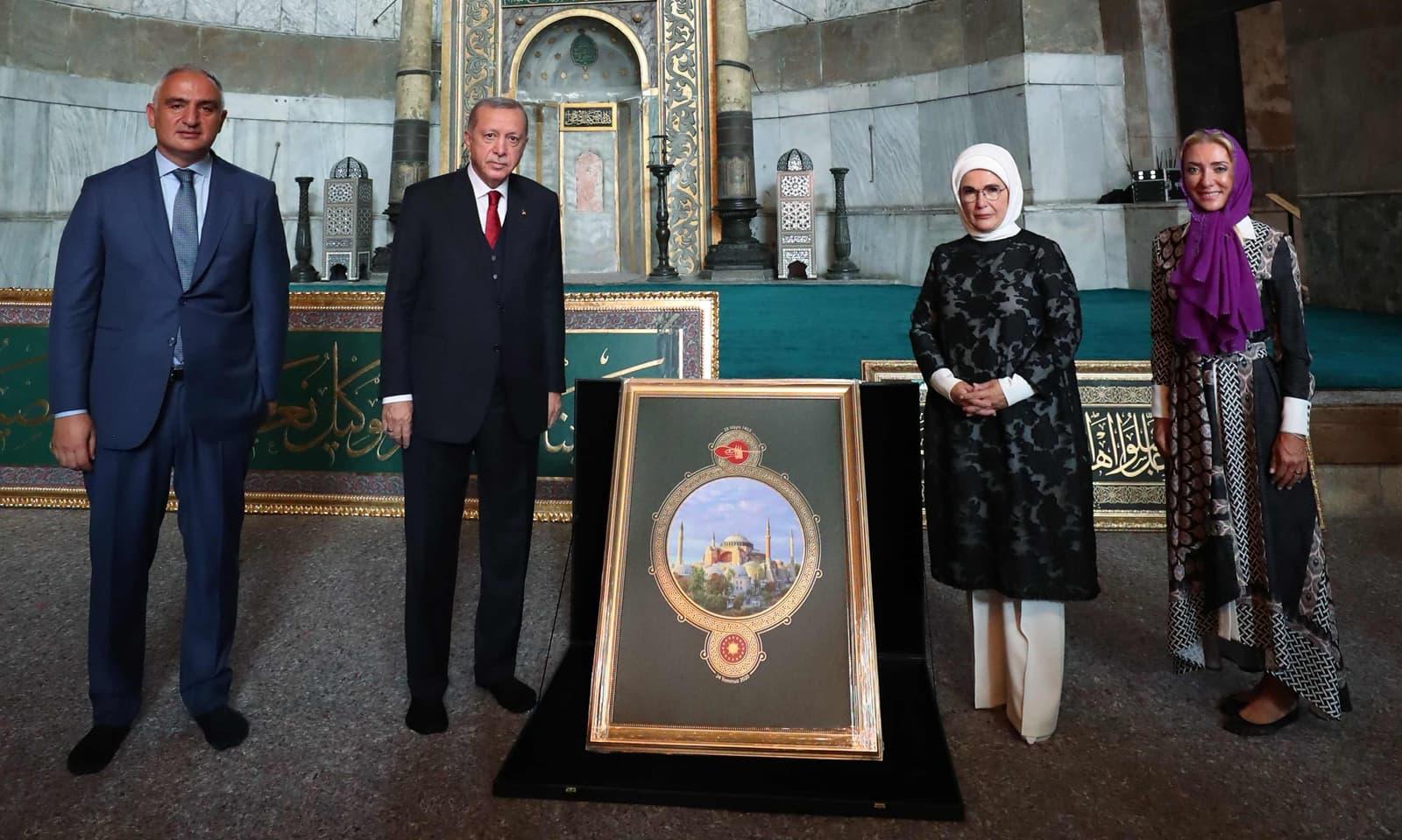 مسجد آیا صوفیہ کو  کھولنے کے موقع پر ترک صدر اور وزیر سیاحت بھی شریک ہوئے — فوٹو: اے ایف پی