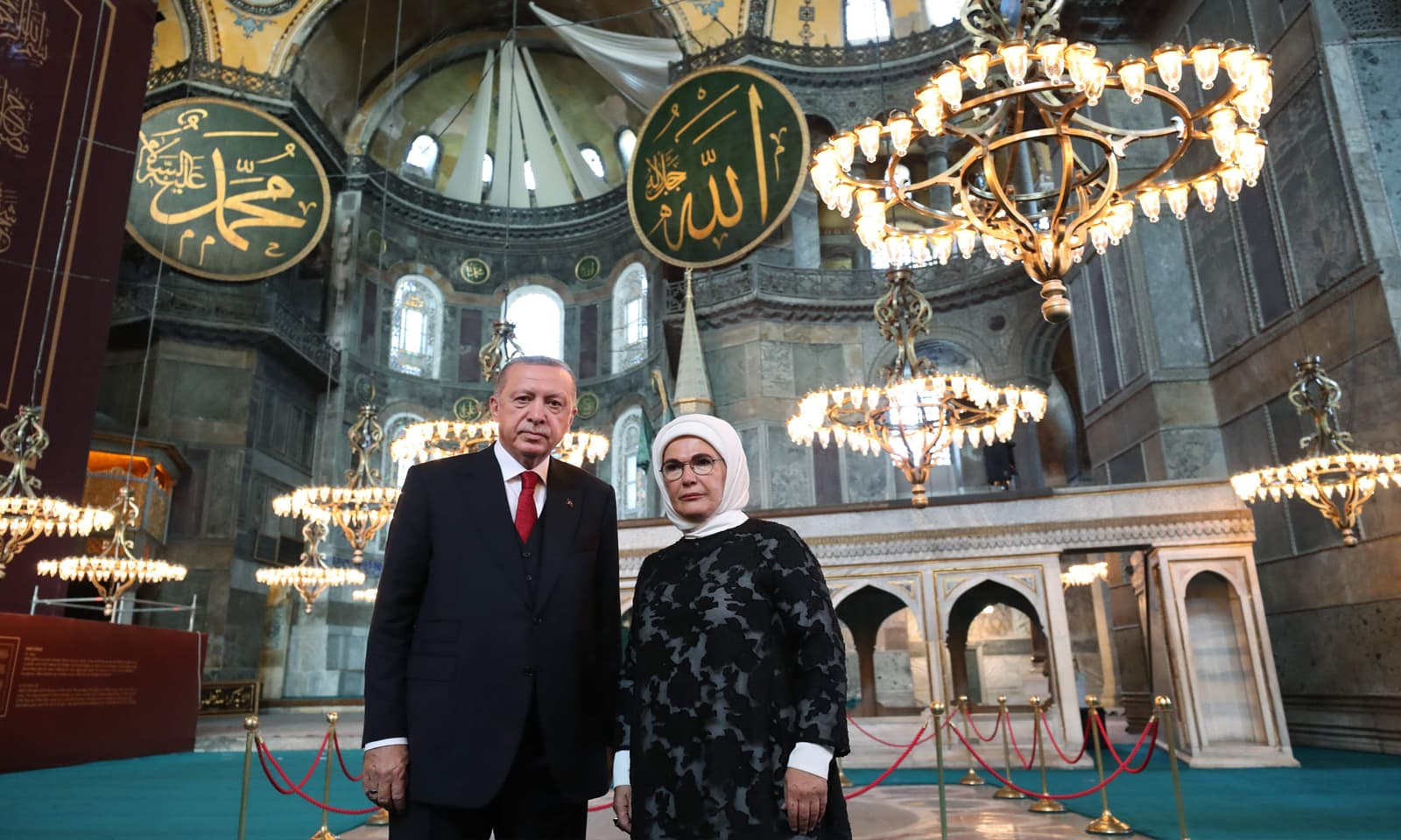 طیب اردوان نے  عدالتی فیصلے کے بعد آیا صوفیہ کو مسجد میں تبدیل کرنے کی منظوری دی تھی— فوٹو:اے ایف  پی