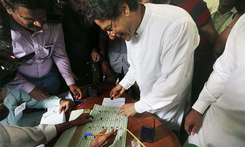 Imran Khan casts his vote at a polling station in Islamabad on July 25, 2018. ─ AP/File