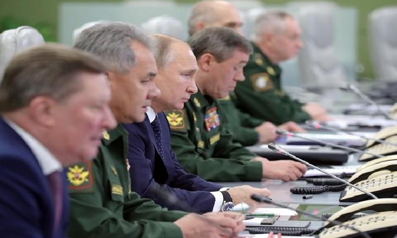 پیوٹن نے کہا کہ روسی نیوی کو مزید 40 جہاز ملیں گے—فوٹو:رائٹرز