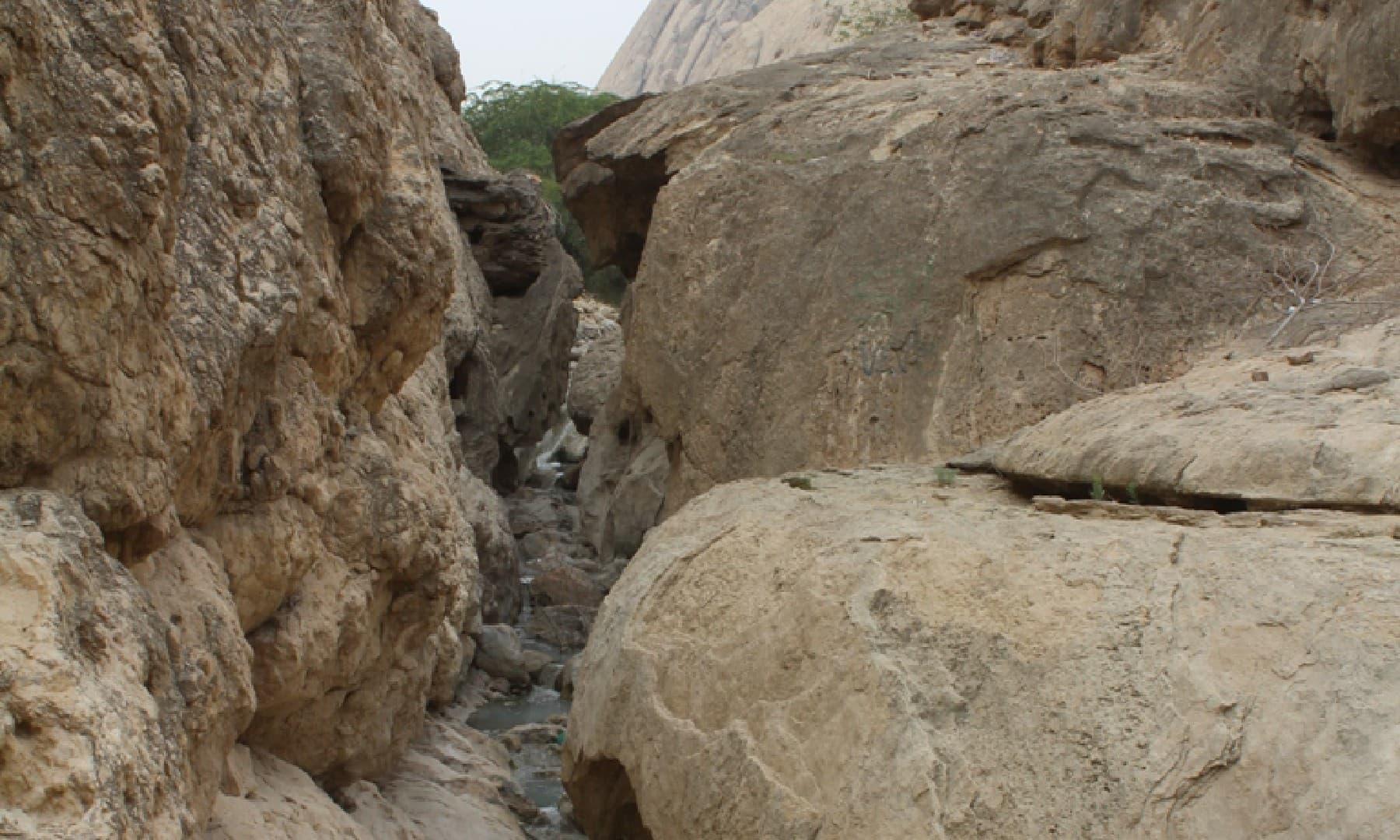 جنوبی چشمے سے آتی پانی کی دھار