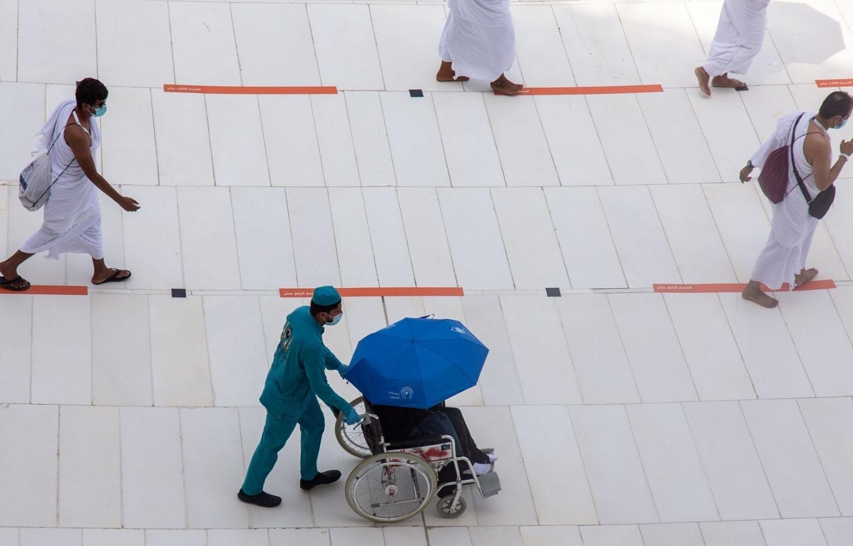 سعودیہ میں مقامی اور غیرملکی رہائشیوں کو ہی حج کے لیے منتخب کیا گیا —فوٹو: راٹئرز