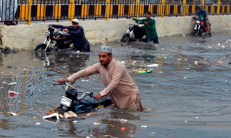 کراچی کے 3 بڑے نالوں کی صفائی کا کام ایف ڈبلیو او کے سپرد