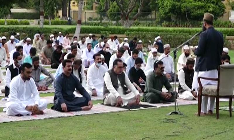 Sindh Governor Imran Ismail attending Eid prayers. — DawnNewsTV