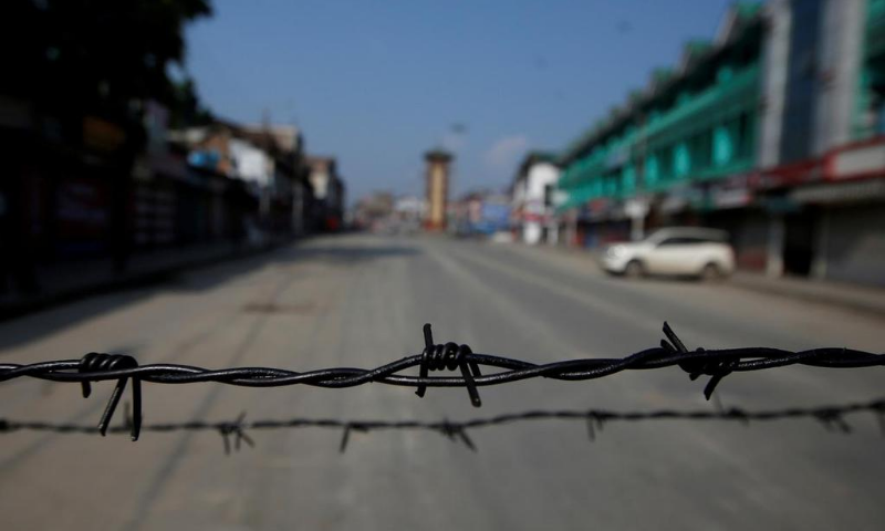 Barbed wire is seen laid on a deserted road during restrictions in Srinagar on Aug 5, 2019. — Reuters/File