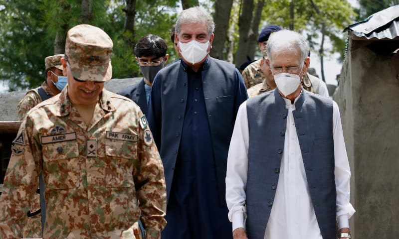 FM Shah Mahmood Qureshi, centre, Defence Minister Pervez Khattak, right, walk with a senior army officer during their visit to Chirikot sector. — AP