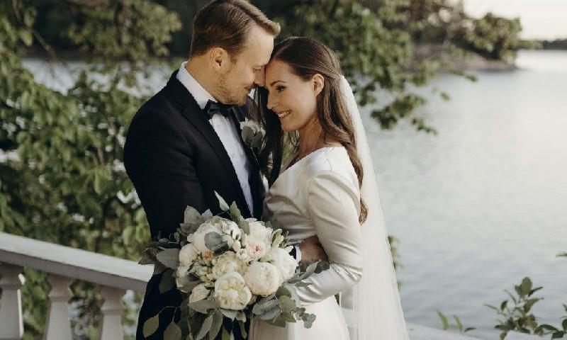 فن لینڈ کی وزیراعظم نے بیٹی کی پیدائش کے ڈھائی سال بعد شادی کرلی