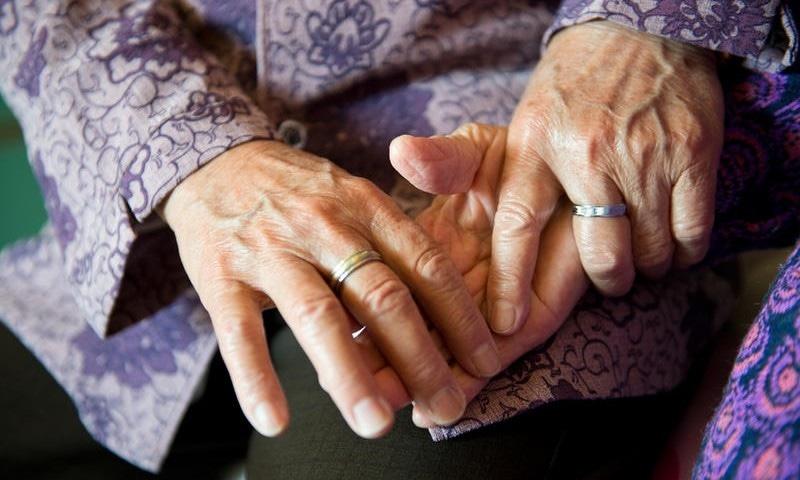 کورونا وائرس نے نصف صدی سے بچھڑی بہنوں کو ملادیا