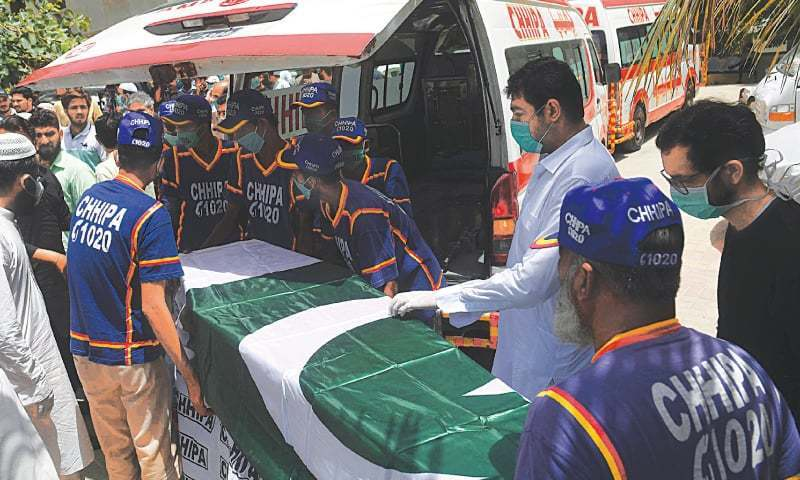 کراچی طیارہ حادثے میں عملے سمیت 97 افراد جاں بحق ہوگئے تھے — فائل/فوٹو:اے ایف پی