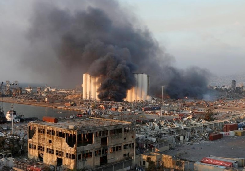 دھماکوں سے بیروت کی کئی کلو میٹرز پر پھیلی عمارتوں کو بھی نقصان پہنچا—فوٹو: رائٹرز