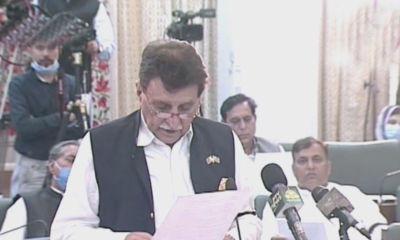 AJK Prime Minister Raja Farooq reads out the resolution. — DawnNewsTV