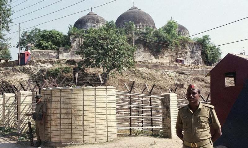 مندر کا سنگِ بنیاد مقبوضہ کشمیر کی خصوصی حیثییت کے خاتمے کا ایک برس مکمل ہونے پر رکھا گیا — فوٹو: اے پی