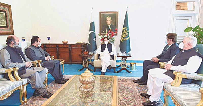 Prime Minister Imran Khan meets the chief ministers of Punjab, Sindh, Khyber Pakhtunkhwa and Balochistan, Sardar Usman Buzdar, Syed Murad Ali Shah, Mahmood Khan and Jam Kamal Khan, on Thursday.—APP