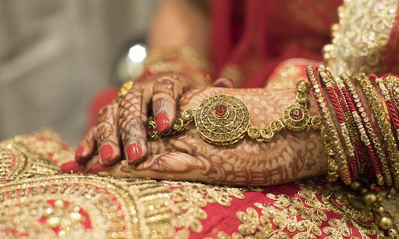لڑکیوں کی آپس میں شادی کا معاملہ: 'دلہا' کا نام ای سی ایل میں ڈالنے، شناختی کارڈ بلاک کرنے کا حکم