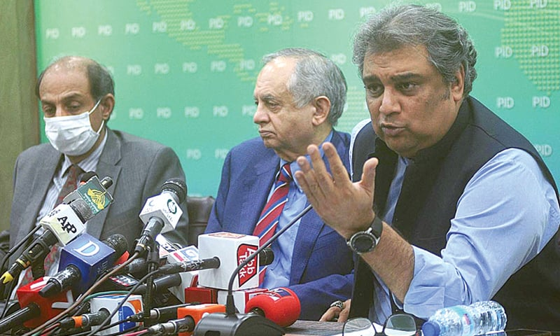 ISLAMABAD: Federal Minister for Maritime Affairs Syed Ali Haider Zaidi and Adviser to the Prime Minister on Commerce and Investment Abdul Razak Dawood addressing a press conference.—APP