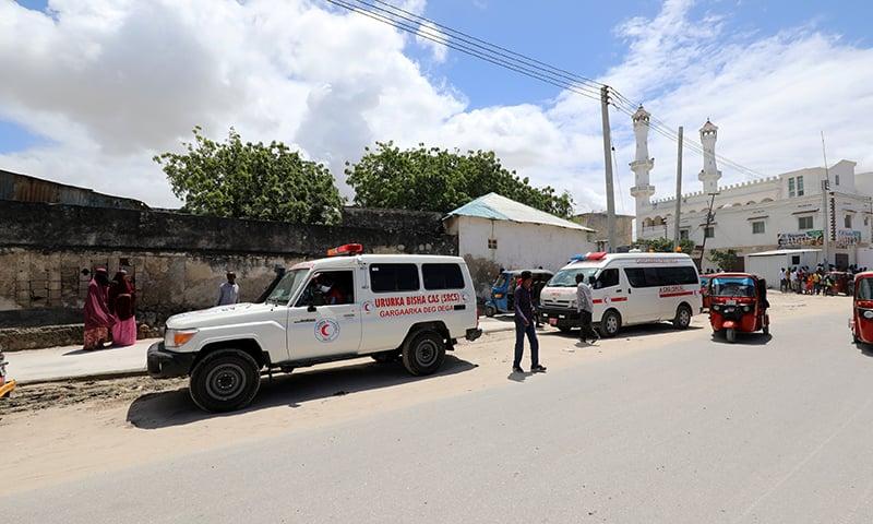 اس دھماکے میں صومالیہ کے نیشنل اسٹیڈیم کو نشانہ بنایا گیا جہاں صومالی نیشنل آرمی کے فوجی موجود تھے— فوٹو: رائٹرز