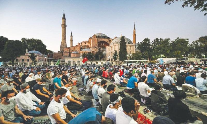Muslims pray outside the Hagia Sophia on Eidul Azha   AFP