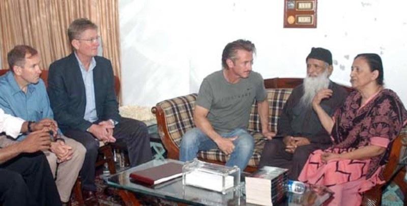سین پین نے ایدھی ہاؤس کا دورہ بھی کیا تھا—فائل فوٹو: اے پی پی