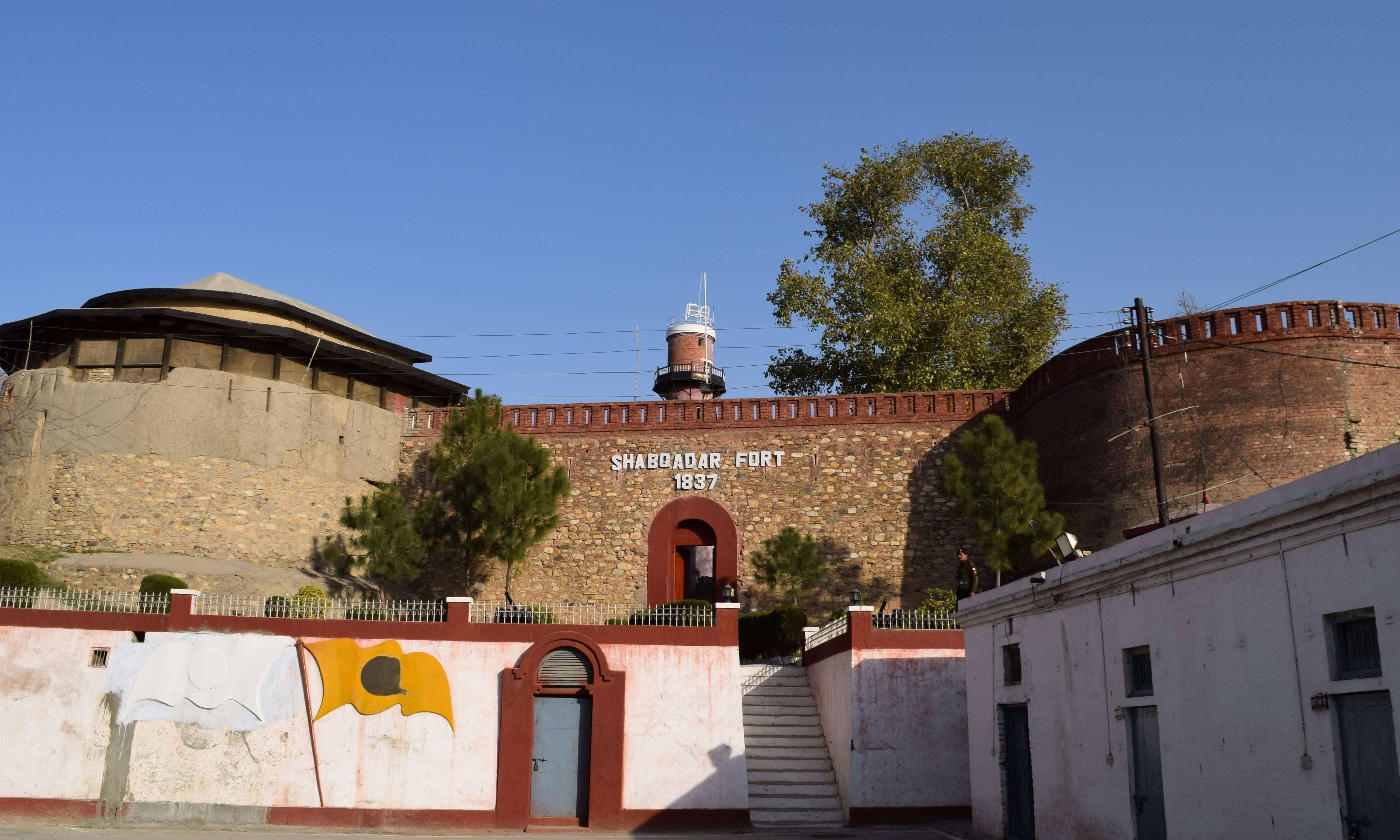 The weeping willows of Shabqadar and other marvels at this magnificent fort