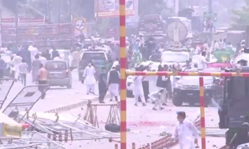 PML-N workers, police clash outside NAB office in Lahore before Maryam's hearing