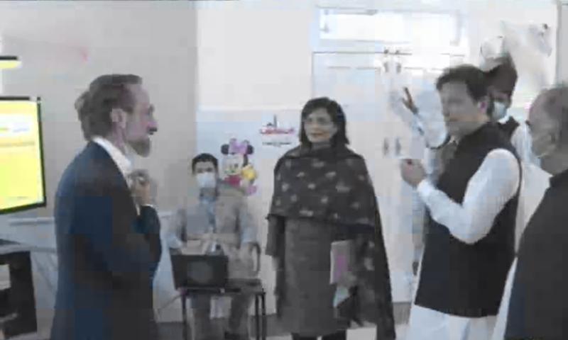 وزیر اعظم نے ضلع خیبر میں احساس نشوونما پروگرام کا افتتاح کردیا— فوٹو: ڈان نیوز