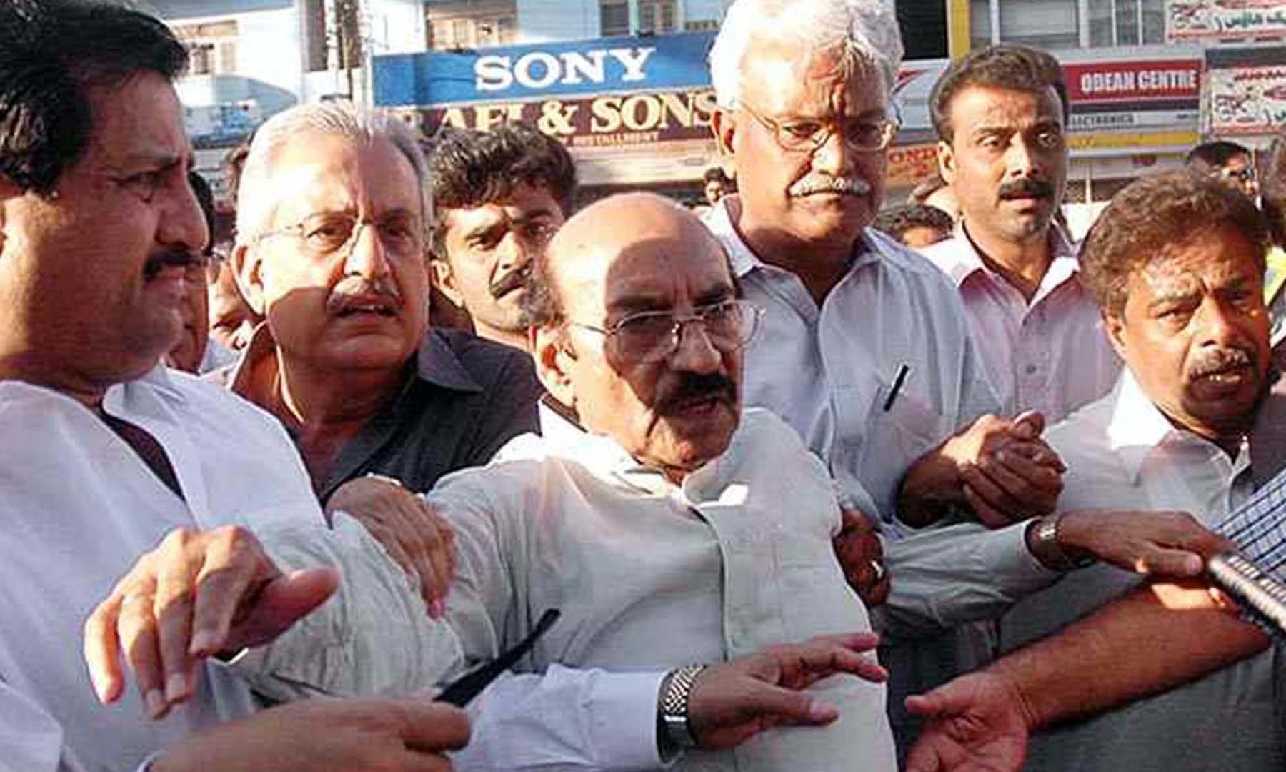 3 مئی 2000ء کو قائم علی شاہ اور پیپلزپارٹی کے دیگر رہنما ریگل چوک پر احتجاجی مظاہرے میں شریک ہیں—سید رضوان علی