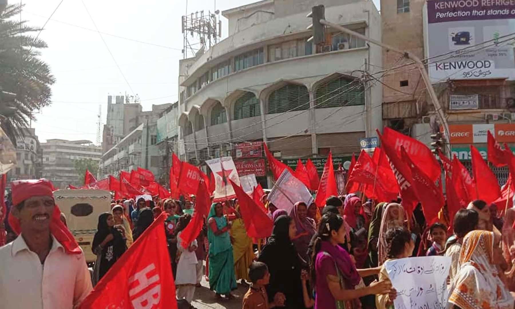 یکم مئی کو ریگل چوک سے یومِ مزدور سے متعلق ریلی گزر رہی ہے—زہرہ خان
