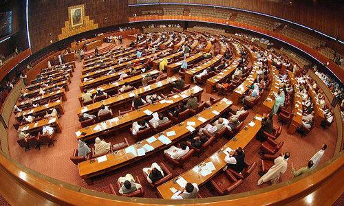 سرکاری اعداد و شمار کے مطابق دوسرے پارلیمانی سال کے دوران 52 بلز متعارف کروائے—فائل فوٹو: اے پی پی