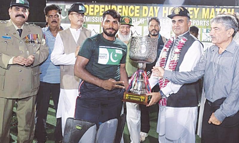 KARACHI: Secretary Sports Sindh Imtiaz Ali Shah hands the exhibition match trophy to the winning captain at the KHA Academy.