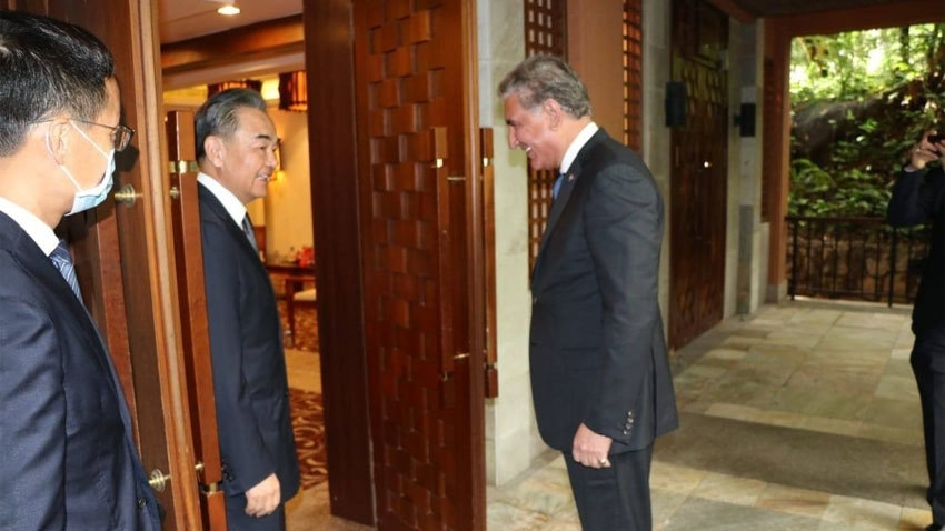Foreign Minister Shah Mahmood Qureshi meets Chinese FM Wang Yi on August 21.  — Photo courtesy Radio Pakistan